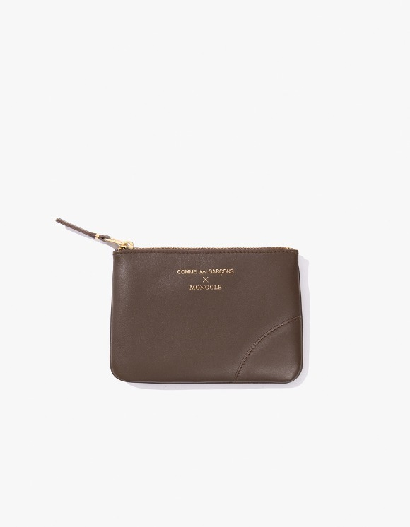 Monocle Comme Des Garçons x Monocle Small-Zip Pouch - Brown | HEIGHTS. | International Store