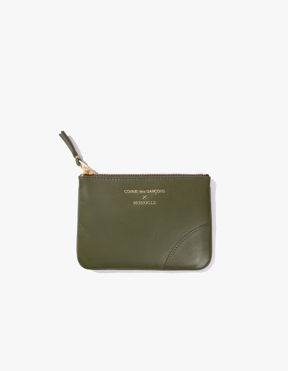 Monocle Comme Des Garçons x Monocle Small-Zip Pouch - Olive | HEIGHTS. | International Store
