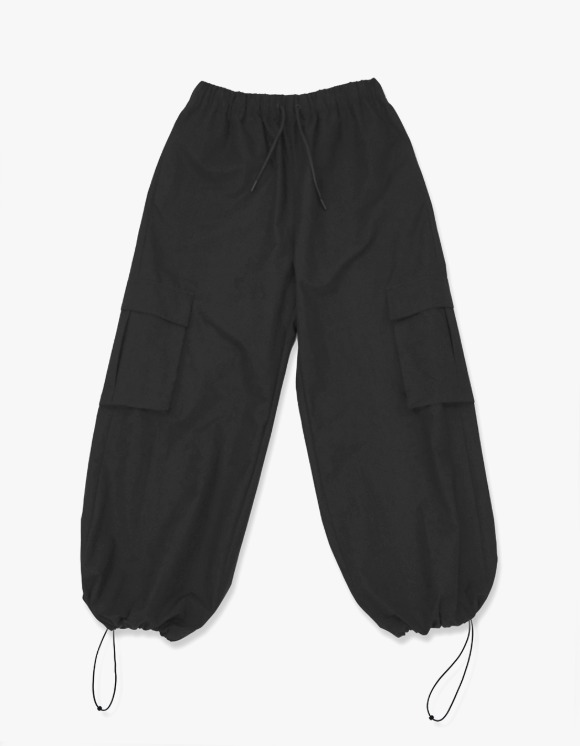Enzo Blues Wide Cargo Jogger Pants - Black | HEIGHTS. | International Store