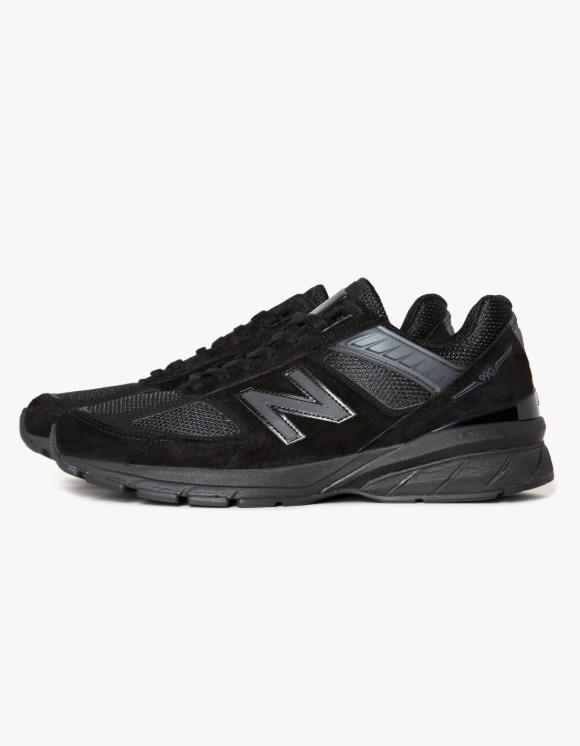 New Balance M990BB5 - Black | HEIGHTS. | International Store